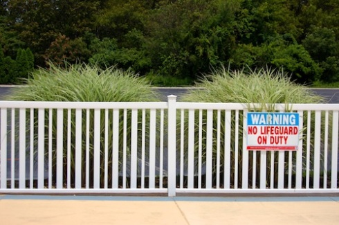 No Lifeguard On Duty sign - Toadsith's - 8-Ago-2006 - United States
