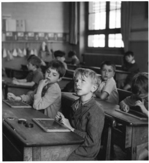 ROBERT DOISNEAU - L' information scolaire - Paris-1956